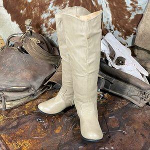 Charles Albert Women's Zip Up Boots Size 9